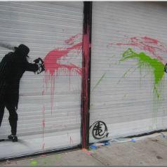Капля разнообразия и иронии на серых стенах. Работы Ника Уокера ( Nick Walker)