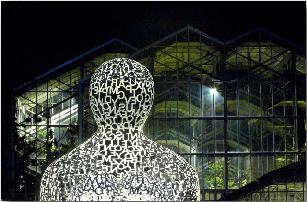 Человек, обнимающий дерево жизни. Скульптуры Жауме Пленса