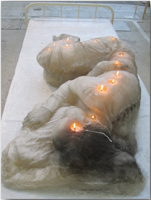 A.F.Vandevorst_sculpture__A_Woman_Made_of_Candles_02