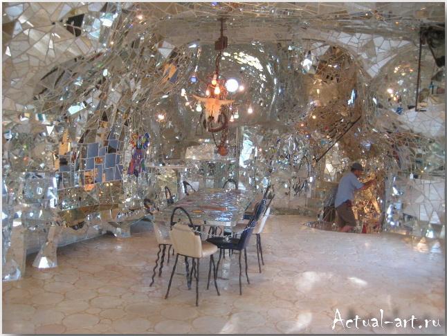 """Дом-скульптура """"Императрицы"""" в центре сада Таро_Ники де Сен-Фалль (Niki de Saint Phalle)_Sculptures_33"""