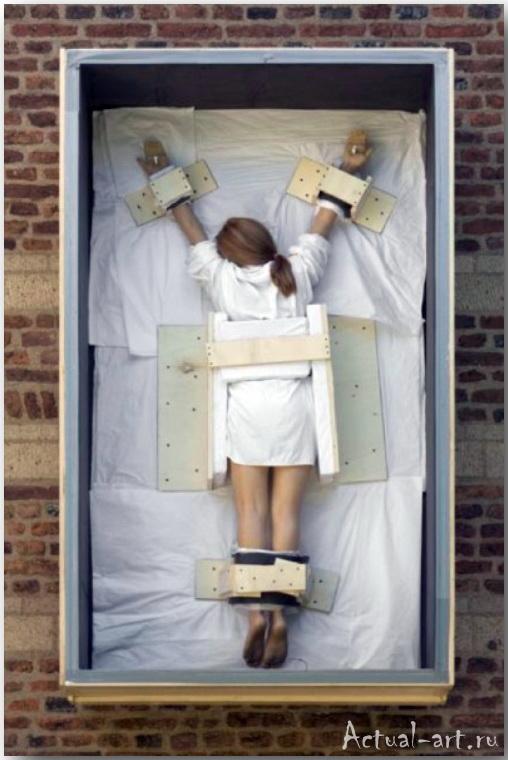 Маурицио Кателлан (Maurizio Catellan)_art_Инсталляции_19