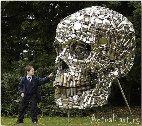 Скульптура «Очень голодный бог» (Very Hungry God)_скульптор Sudobh Gupta