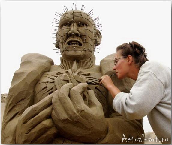 Скульптура из песка Pinhead_автор Helena Bangert